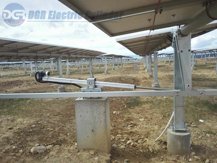Servo electric cylinder for solar tracker